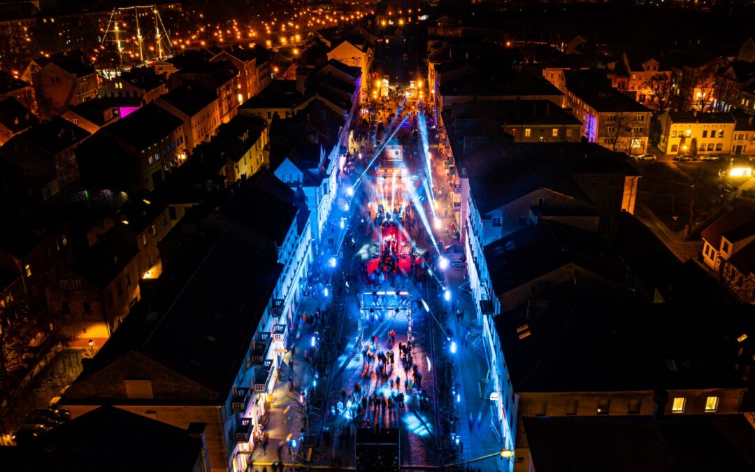 Klaipėdos šviesų festivalis kviečia atvykti traukiniais ir elektriniais autobusais